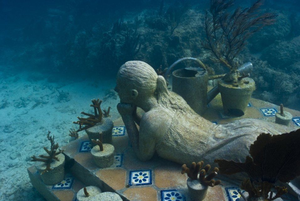 the-gardener-jason-decaires-taylor-sculpture