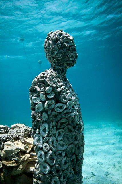 the-listener-jason-decaires-taylor-sculpture
